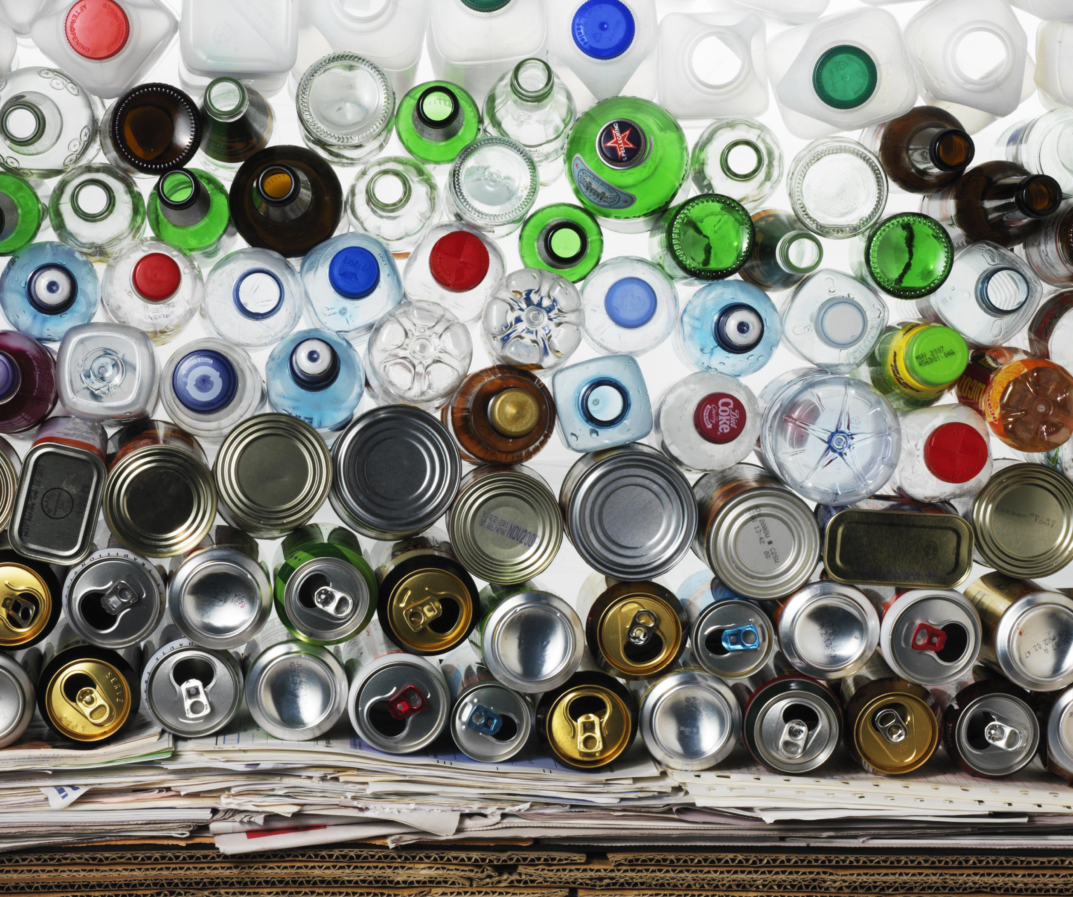 The green recycling bin